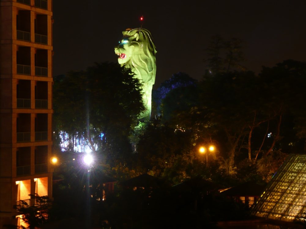 Resorts World Sentosa - Merlion at night