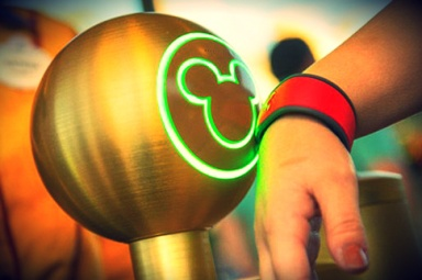 Photo Source – http://wdworldnews.files.wordpress.com/2013/01/disney-magic-band-elite-daily.jpg
