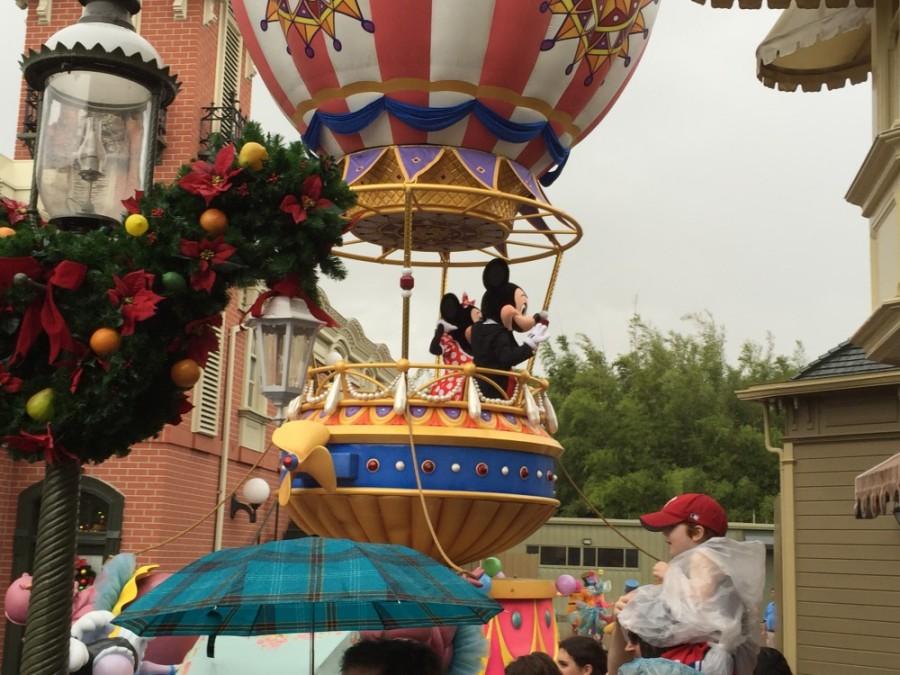 Mickey Minnie parade